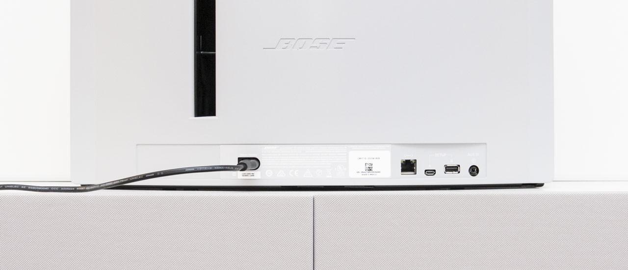 Ethernet, zwei USB-Anschlüsse und AUX-Eingang