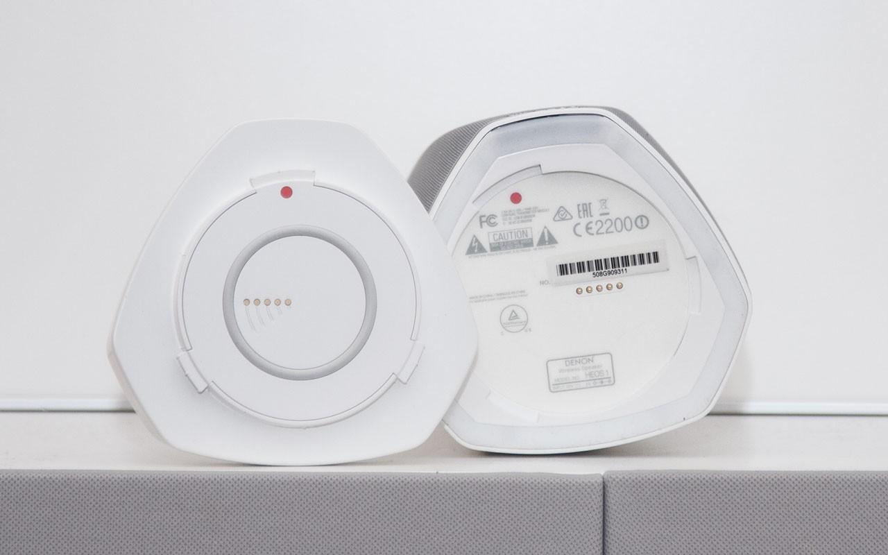 Die Lautsprecher sind mit einer Abdeckung ausgestattet, die man für das GoPack entfernt.